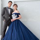 花嫁様に欠かせないウエディングドレスを取り扱うドレスショップ・DESTINA(ディスティーナ)が、建物の1-2階に併設されているのでドレス選びもお気軽に。