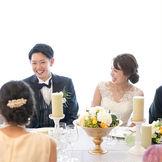 一つのテーブルを大切な人とゆったりと囲む。自然と笑顔になれる会食パーティーが人気です。