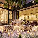 プライベートガーデンでのナイトウェディングもキャンドルコーディネートでおもいっきりロマンティックに