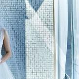シンプルなデザインのチャペルは、大人花嫁によく似合う