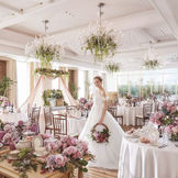 【フィオーレ・カーサ】花の家を意味するパーティ会場。明るく広々とした落ち着いた空間。どんなコーディネートでも落ち着いた寛ぎ空間に♪