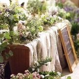 メイン席にはお花だけではなくグッズも飾って華やかに