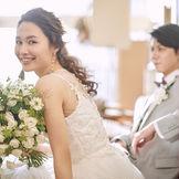 家族だけ、親族だけの格安のチャペル挙式はもちろん、スタジオ完備で写真だけの結婚式=フォトウェディングまで、少人数ウェディングをトータルにサポートします。