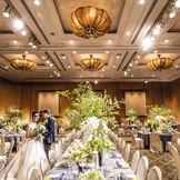 天井高7.2mホテルのメインバンケット たくさんのゲストをお招きするパーティにもおすすめ 【収容人数】70名~140名 華やかなコーディネートの映える会場は開放感のある大人ウエディングを演出
