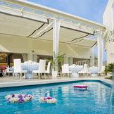 プール付きのオープンエアなテラスは、リゾート感たっぷりの贅沢感が心地よい♪