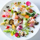30種類以上の厳選された野菜や魚介を使用した前菜料理