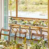 折戸を開くとテラスと会場がひとつの空間につながります。