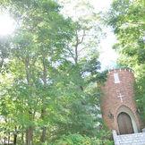 那須の森からの木漏れ日がスィート メリロット教会をやさしく照らしてくれて いますね! とても静かな雰囲気を感じられますね!