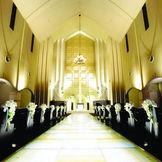 荘厳で上質な大聖堂で永遠の愛を誓う
