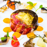 ~素材が持つチカラを生かすミクニイズムが込められたフランス料理~ 日本最高峰の呼び名の高い三國シェフによるマリオットオリジナルメニュー。皆さまの味覚と記憶に残るスペシャルな一日にふさわしいお料理です。