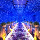 【クリスタルチャペル】まるで満天の星空の中にいるようなロマンティックなセレモニーが叶う
