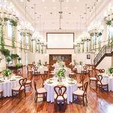 【メインバンケット:リストランテ・ディ・ローザ】温かい陽の光と、緑のコントラストが心地よい解放感ある邸宅。