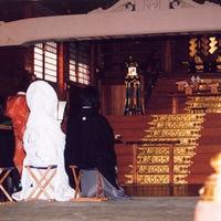 由緒ある沼名前神社での神前式