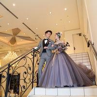 パーティでの入場もできる、大きな階段つきのラヴェンナは、天井もとても高く、開放感と上品さを兼ね備えた会場です。