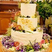 専属パティシエが作るオリジナルケーキは、細かなご希望まで対応可能!ゴージャスからキュートまでお二人ならではウエディングケーキを…