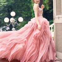 人気No1 カラーのピンクのドレス !新作が随時入ってくるので、お気に入りの1着が見つかります