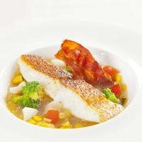 『魚料理』 本日鮮魚の蒸し煮 ~ミネストローネに浮かべて~