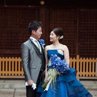 鮮やかなブルーのカラードレス