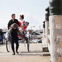 桜門橋を渡って姫路城へ