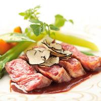 厳選された食材を贅沢に使った本格フレンチ。