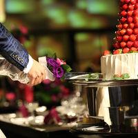 ケーキ入刀の瞬間