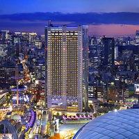 東京の中心にそびえるホテルは夜景も魅力的