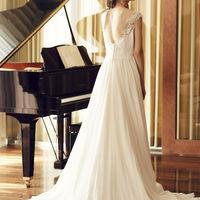 美しく輝けるドレスを見つけて
