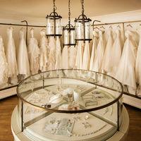 お衣裳は全1000着以上の中からおきにいりの1着をドレスコーディネーターとお打合せできます。