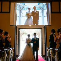 大聖堂では、花嫁の生い立ちムービーを上映する感動のシアター演出が人気