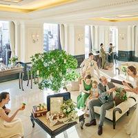 ホテルのような高級感溢れる開放的なロビー。銀座の中央通りが一望できるロケーションもゲストから好評。