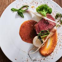 お肉料理も旬の野菜などと合わせて季節を感じていただけるように。
