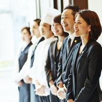 さまざまなセクションのスタッフがお二人の結婚式当日までお手伝いさせて頂きます