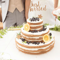 ウエディングケーキのデザインもオーダーできる。イメージを伝えて、オリジナルケーキを完成させて
