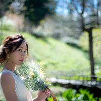 和装だけでなくウェディングドレスも前撮りやお色直しで大人気♪ 大自然広がる庭園でナチュラルな雰囲気の写真が撮影できます!