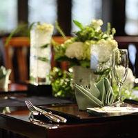 テーブルクロスやお花をコーディネートしておふたりらしい会場を!