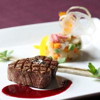 コースのメイン料理は一番ゲストの記憶に残るように工夫をこらします