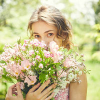 運命の一着と合わせたお好みのお花も。