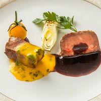 国産牛ロースと牛フィレのアンサンブル。一度に2種類を召し上がれる極上の一皿。