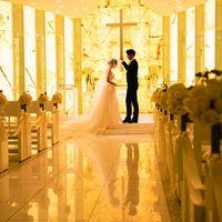 """祭壇に煌めくイエローオニキスは""""夫婦の幸福と安定・成功""""を象徴します。"""