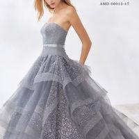 グレーのおちつきあるおしゃれなニュアンスカラー×キラキラ感が素敵なドレス