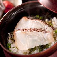 婚礼料理【鯛茶漬け】〆の一品。幅広い年齢層に人気