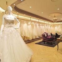 多数のドレスショップからお気に入りの一着をセレクト