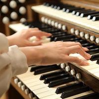 【チャペル】 パイプオルガンが奏でる音楽は本物ならではの響き。