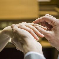 ふたりで未来を誓い合う指輪の交換