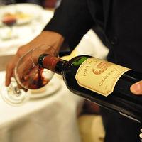 プロのソムリエが料理に合わせてワインをご提案