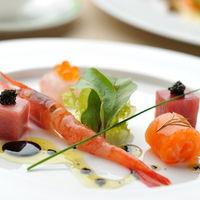 鯛の昆布〆と海の幸のサラダ仕立て