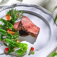おもてなしのお料理は、老若男女問わずお箸で食べられると好評のオリジナル和フレンチ