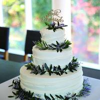 専属パティシエ自慢のオリジナルケーキはナチュラルなロケーションにもぴったりの仕上がりに・・・