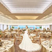 海が見渡せるロマンチックな雰囲気の披露宴会場