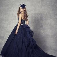 ブルーのカラードレスは大人っぽい雰囲気に